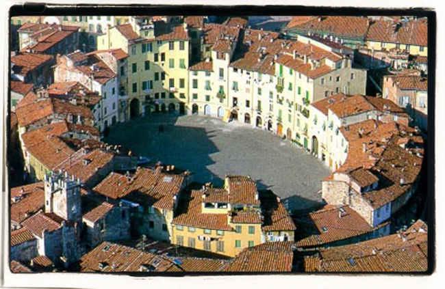 Lucca: Piazza dell'Anfiteatro