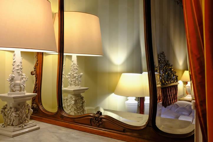 particolare lampada riflessa